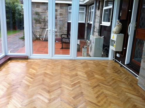 Fit solid wood herringbone flooring
